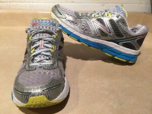 Women's New Balance 860 V4 Abzorb Running Shoes Size 11 London Ontario image 1