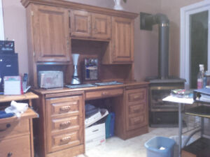 SOLID WOOD (OAK) COMPUTER DESK WITH HUTCH