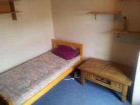 Single Room with high Speed internet. All bills included.