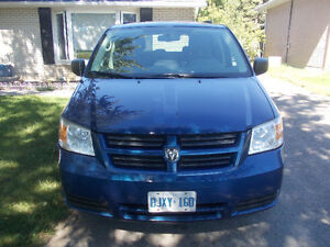 2010 Dodge Grand Caravan Minivan, Van stow and go