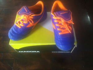 DIADORA YOUTH (USA size 12) leather Soccer Shoes