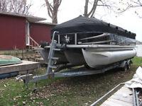 Ponton Sun Chaser 22 pieds - 3 quilles - 115 HP - remorque + acc