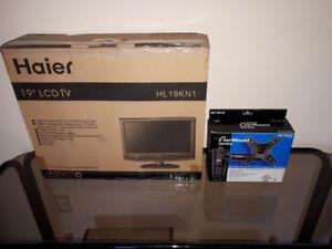 """Haier 19"""" TV w/Wall Mount"""