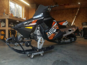 Polaris switchback assault 800 2013 en excellente condition!!