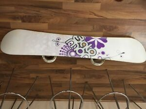 Women's/ Youth 142cm Salomon Lotus Snowboard and Linea Boots