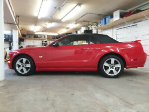 2005 Ford Mustang GT 4.6L Convertible 1 Owner 48,800KM .
