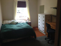Friendly Homestay - MEALS included* walk to VIU