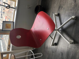 Adjustable desk chair with optional memory foam cushion