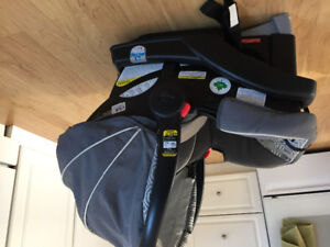 Graco snugride 35 with quick connect