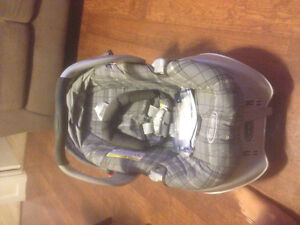Graco infant carseat/ carrier