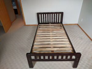 Solid Wood Frame Single/Twin Bed