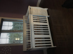 4 in 1 crib and change table !