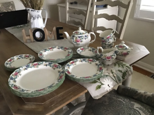 Royal Doulton 4 piece dinner set