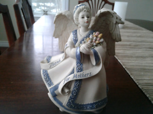 "Sarah's Angels ""Mother's Love"" Figurine"