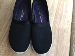 Skechers  size 9 1/2