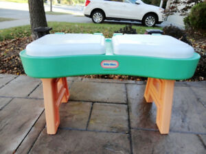 Little Tikes Sand & Water Table with dual Hinged Lids and Stand