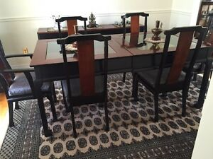 Dining room table with extension & 6 chairs