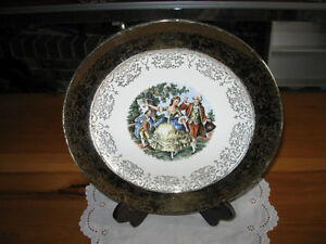 A 22K Gold W.S.GEORGE DERWOOD DECORATIVE 10-INCH PLATE