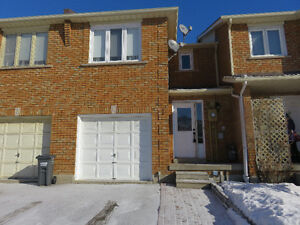 Hwy 50&Queensgate Entire 3 Bedroom House - Bolton