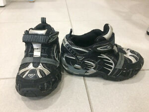 Various Boy Toddler Shoes - $5 to $15 - Sizes 6, 7, 9 Kingston Kingston Area image 10