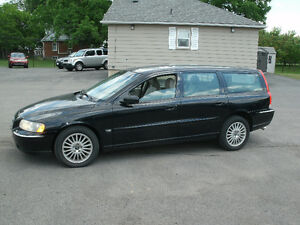 2006 Volvo V70 2.5T Wagon: AWD,Leather,Sun Roof,Drives Great!