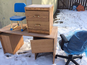 Free desk and office chair