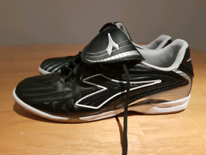 Souliers soccer 8.5 hommes