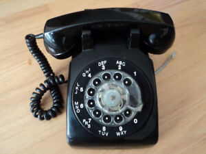 ANTIQUE ROTARY PHONE
