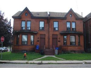 2 bedroom apartment on 2nd floor in Hamilton