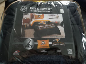New- Pittsburgh Penguins twin comforter and pillow sham set