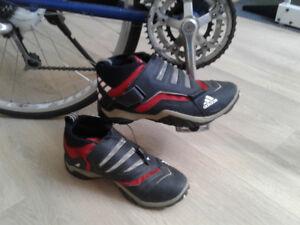 Chaussures à clip Adidas pour vélo pointure 9