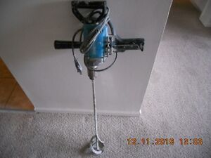 Makita 6013-BR 6.3-Amp 1/2-Inch Mixing Spade Drill with Top Hand