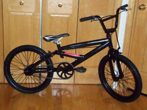 Vélo Bicyclette BMX solide et robuste