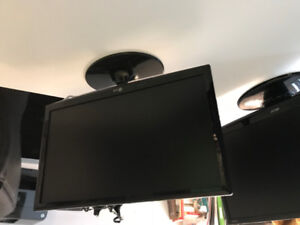 Selling LG 24 inch LCD monitor $100