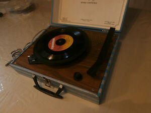 portable Vintage Turntable -suitcase style (1970's)