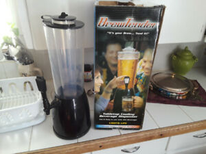 BEVERAGE DISPENSERThis tabletop beer dispenser keeps up to 80 o