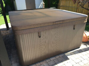 Beachcomber hot tub like brand new save thousands