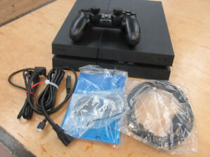 **GAME ON** Sony Playstation 4 500GB Matte Black CUH-1215a