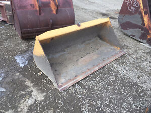 "72"" Smooth edge skid steer bucket"