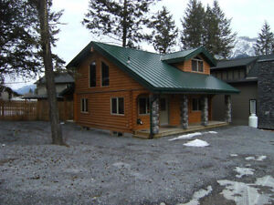 EDGEWATER RESORT HOUSE FOR SALE 8 MILES FROM RADIUM,BC