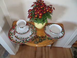 Ensemble de 4 couverts de Noel  / Xmas dinnerware (4 settings)