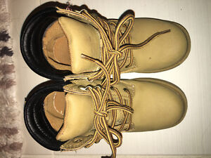 Girl's boots. Size 13.