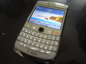 BlackBerry Bold 9780 in White