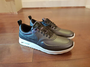 BRAND NEW - Women's NIKE AIR MAX THEA SE US size 9