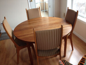 Vintage Solid Teak Dining Room Table And 4 Chairs