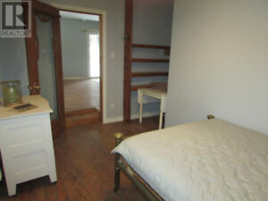 Cute 1 bedroom cottage Near Palmerston Lake in Ompah!!