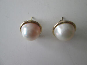 Mabe Pearl Earrings 18mm 14K Yellow Gold Setting