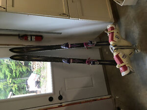 Ladies K2 downhill skis with boots