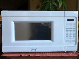 Master Chef 0.7 Cu Ft Microwave Oven