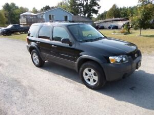 2006 FORD ESCAPE XLT - V6 AUTO - EXCELLENT COND . $4495. CERT.
